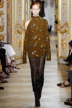 J. Mendel Fall 2016 Couture Fashion Show - Manon Thiery