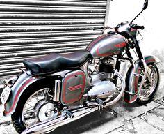 Vintage Motorcycles, Cars And Motorcycles, Jawa 350, Retro Bike, Old Bikes, Classic Bikes, Royal Enfield, Biker Girl, Ford Mustang