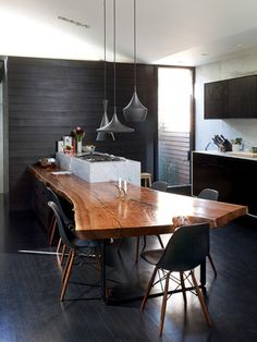 Bring a piece of nature into your house! Love how this wood slab table also serves as a kitchen counter. Are you interested in Kitchen Design? We offer an Advanced Module in Kitchen & Bathroom Design. Please contact us via our website for more info! Live Edge Tisch, Live Edge Table, Live Edge Wood, Industrial Kitchen Design, Interior Design Kitchen, Interior Modern, Interior Ideas, Industrial Kitchens, Monochrome Interior