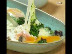 Ovos no forno com cogumelos e queijo light