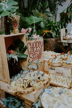 This Couple Left No Detail Untouched for Their Santo Domingo Wedding at Zona Colonial Wedding Snack Bar, Wedding Dinner, Wedding Weekend, Wedding Desserts, Casual Wedding, Trendy Wedding, Wedding Reception, Cheese Table Wedding, Reception Food