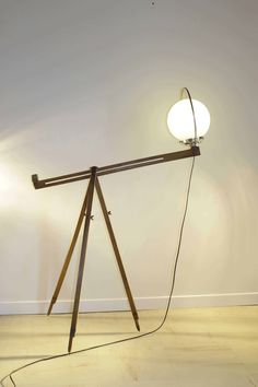 Assembly between an old painter tripod and an opaline globe. The tripod allows you to create different positions … #Lights #LampsLights, #RecycledGlass