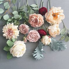 "584 aprecieri, 19 comentarii - Christinepaperdesign (@christinepaperdesign) pe Instagram: ""Beautiful colors and paper flowers for a new bridal bouquet. #paperflowers #paperflowerbouquet…"""