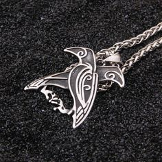 Odin's ravens: Hugin (thought) and Munin (memory) fly all over Midgard to bring information to the Allfather. The necklace evokes the blessings of Odin to the most potent weapon in the warrior's arsenal: its mind.