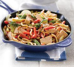 Tofu and cashew nut stir-fry - Healthy Food Guide Stir Fry Recipes, Veggie Recipes, Snack Recipes, Veggie Meals, Vegetarian Recipes, Snacks, Healthy Chinese Recipes, Healthy Recipes, Healthy Food