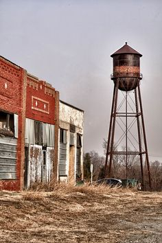 There are many ghost towns in Oklahoma. I love creeping old towns. Old Buildings, Abandoned Buildings, Abandoned Places, Abandoned Vehicles, Le Far West, Haunted Places, Old Barns, Old West, Ghost Towns