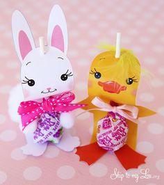 These darling chick sucker holders are a fun little Easter craft and make cute favors! They are simple to put together, with my free printable.