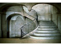 Saint-Étienne Loire France–  escalier du XVIIIe siècle suspendu sur quart de sphère Loire, Belle Photo, Photos, Stairs, France, Architecture, Home Decor, 18th Century, Beautiful Places