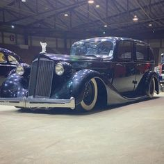 living_in_skin It should surprise no one that I love this Packard... #hopuplive #bayouroundup #gangster
