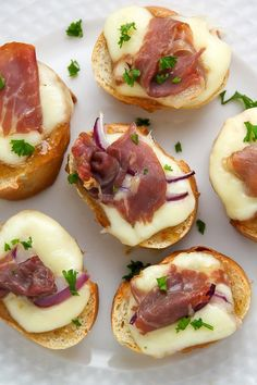 Sweet and savory fig and prosciutto crostini can be whipped up in just 10 minutes! Quick, easy, and absolutely delicious.