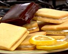 Cocineros argentinos-Galletitas de limón marplatenses 2 No Bake Desserts, Dessert Recipes, Bolacha Cookies, My Favorite Food, Favorite Recipes, Argentine, Tiny Food, Pastry And Bakery, Four