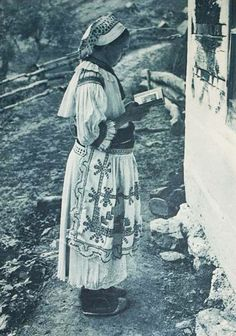 Čičmany (Horné Považie) Folk Costume, Costumes, Folk Clothing, Folklore, Panama, Nostalgia, Culture, Photography, Beautiful