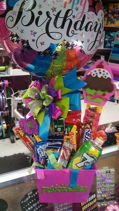 Party Gifts, Diy Gifts, Candy Bouquet, Candyland, Design Crafts, Gift Baskets, Valentine Gifts, Birthday Parties, Favors
