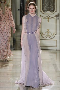 Runway / Luisa Beccaria / Mailand / Frühjahr 2016 / Kollektionen / Fashion Shows / Vogue Luisa Beccaria, Runway Fashion, High Fashion, Fashion Show, Fashion Design, Women's Fashion, Milan Fashion, Spring Fashion, Fashion Trends