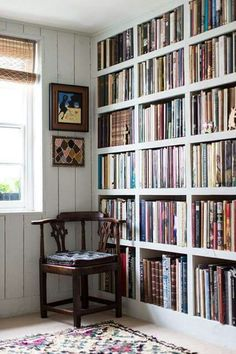 Lovely sturdy inbuilt bookcases - pretty darn dreamy. How to store your library in style:  http://h.ouse.co/6aoPC4