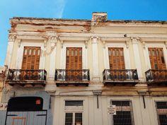 Edificio en calle Castillo con la esquina del Paseo Atocha. Veras el letrero de los Taxis  Victoria en la foto. Este edificio se encuentra actualmente en remodelación así que tan pronto este terminado comparto una  nueva foto.