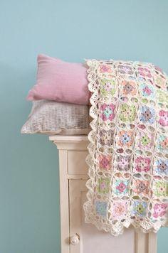 Transcendent Crochet a Solid Granny Square Ideas. Inconceivable Crochet a Solid Granny Square Ideas. Granny Square Häkelanleitung, Granny Square Crochet Pattern, Crochet Squares, Crochet Granny, Crochet Motif, Crochet Designs, Granny Squares, Crochet Afghans, Crochet Blanket Patterns