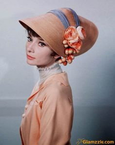 audrey-hepburn-looking-and-wearing-hat.jpg 600×754ピクセル