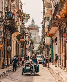 Cuba 😍 Which one is your favourite? 5 or Photos by Varadero, Travel Pictures, Travel Photos, Places Around The World, Around The Worlds, Wanderlust Hotel, Cuba Photography, Zona Colonial, Skyline