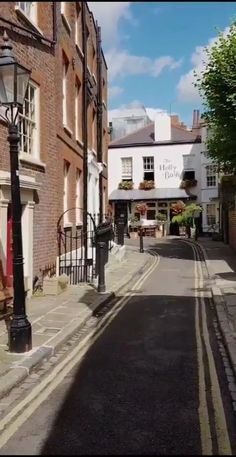 London City, London Street, Cheap Places To Visit, Holly Bush, Feel Good Videos, United Kingdom, Beautiful Places, Street View, Explore