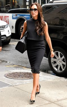 Victoria Beckham returns to signature form-fitting style on Soho shopping trip Fashion Night, Star Fashion, Womens Fashion, Victoria Beckham Stil, Church Attire, Business Outfits, Business Clothes, Hollywood Celebrities, New Wardrobe