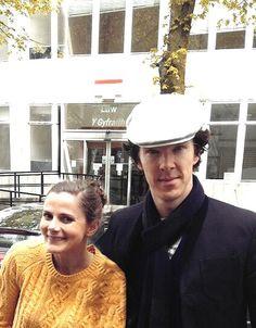 Louise Brealey and Benedict Cumberbatch Sherlock Season 3, Sherlock Cast, Sherlock Holmes Bbc, Sherlock Fandom, The Science Of Deduction, Louise Brealey, Mrs Hudson, Sherlolly