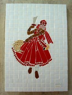Iansã, orixá dos ventos e tempestades. Mosaico sobre madeira, com azulejos, pastilhas de vidro, contas de acrilico, miçangas de vidro e espelho.