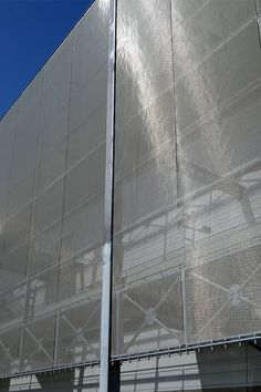 HAVER Architectural Mesh combines outstanding functionality with high aesthetic appeal, opening up new perspectives in creative design and enabling fascinating architectural solutions. Besides its visual benefits, stainless steel wire mesh has a lot of other Advantages.