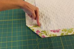 Sewing Quilts Crafting with Christie: Sewing Tip - Mitered corners on a blanket Quilting Tips, Quilting Tutorials, Sewing Tutorials, Techniques Couture, Sewing Techniques, Love Sewing, Baby Sewing, Sewing Hacks, Sewing Crafts