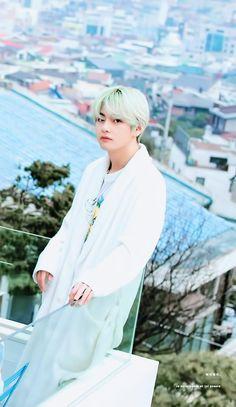 i love taehyung so much :( Bts Taehyung, Bts Bangtan Boy, Namjoon, Foto Bts, Taekook, Beatles, Bts Kim, Rapper, V Bts Wallpaper