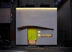 肥後橋やま本のデザイン作品情報です。手掛けた会社情報と併せて見てください! Japanese Coffee Shop, Japanese Bar, Japanese Design, Retail Facade, Shop Facade, Shop Front Design, Store Design, Deck Furniture Layout, Furniture Logo