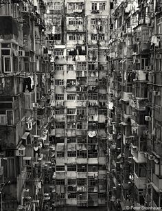 Kowloon Walled City was a densely populated settlement in Kowloon, Hong Kong. In January the Hong Kong government announced plans to demolish the Walled City. After an arduous eviction process, demolition began in March 1993 and was completed in Ap Kowloon Walled City, Urban Photography, Street Photography, Photocollage, Urban Life, Slums, Urban Landscape, Black And White Photography, Scenery
