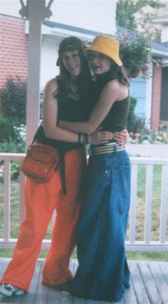 The Phat Pants Blog Modern Fashion, Retro Fashion, Vintage Fashion, Sup Girl, Jnco Jeans, Early 2000s Fashion, 90s Fashion Grunge, Trends, Fashion History