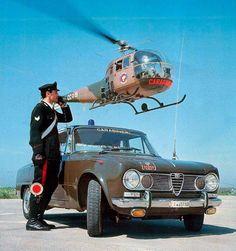 Splendida foto dedicata all'Arma dei Carabinieri, con in primo piano l'Alfa Romeo Giulia targata EI.