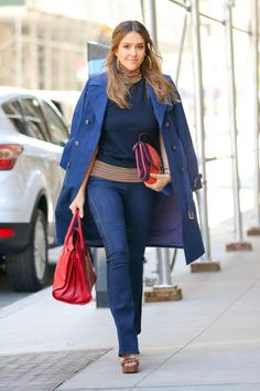 11 Looks da Jessica Alba Simple Casual Outfits, Chic Outfits, Smart Casual, Diva Fashion, Star Fashion, Chic Office Outfit, Office Chic, Jessica Alba Style, Looks Street Style