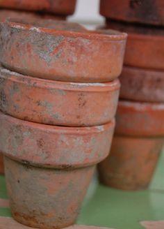Happy Day Vintage: Work-it-Wednesdays - Aging Terra Cotta Pots