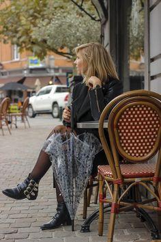 Parapluie cloche, parapluie dome, dome umbrella, birdcage umbrella, rainy outfit, tenue de pluie, le monde du parapluie Birdcage Umbrella, Gucci Soho Disco, Outfit, Fashion, Rainy Outfit, Outfits, Moda, La Mode, Fasion