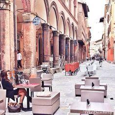 """""""Seduta in quel caffè..."""" Strada Maggiore pedonale, Bologna - Instagram by msbunbury"""