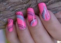 Długie paznokcie w kolorze różowym