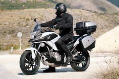 Honda NC 700, a EICMA 2013 con motore 750? EICMA 2013, Honda NC 700: sono sempre più insistenti le voci di un possibile aggiornamento delle moto della famiglia NC, potrebbero montare un motore più grosso ed essere disponibili solo con il cambio DCT. Atteso anche l'arrivo della CTX 700 - See more at: http://www.insella.it/news/honda-nc-700-eicma-2013-nuovo-motore-750#sthash.vH7V59q6.dpuf