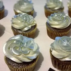 Metallic silver cupcakes!! Great for holidays and New Years!!