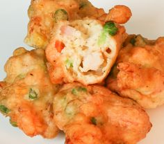 Soft, eggy shrimp and Spam patties. These fritters are full of shrimp and are still soft and yummy the next day! Guam Recipes, Shrimp Recipes, Asian Recipes, Cooking Recipes, Ethnic Recipes, Conch Recipes, Food Shrimp, Shrimp Fritters, Conch Fritters