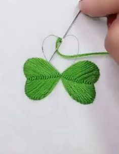 hand embroidery stitches tutorial step by step Hand Embroidery Patterns Flowers, Hand Embroidery Videos, Embroidery Stitches Tutorial, Embroidery Flowers Pattern, Embroidery Techniques, Hand Embroidery Designs, Embroidery On Clothes, Embroidered Flowers, Crochet Patterns