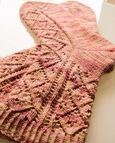 Free Pattern on Ravelry: Diamonds and Daisies pattern by La Maison de Saba Knitting Socks, Free Knitting, Knit Socks, Knitting Videos, Knitting Projects, Sock Recipe, Universal Yarn, Knit Dishcloth, Knitted Slippers