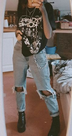 Indie Outfits, Teen Fashion Outfits, Retro Outfits, Grunge School Outfits, Mean Girls Outfits, Soft Grunge Outfits, Egirl Fashion, Tomboy Fashion, 1990s Grunge Fashion