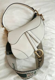 Image uploaded by Juria. Find images and videos about fashion, girls and aesthetic on We Heart It - the app to get lost in what you love. Hobo Purses, Cute Purses, Hobo Handbags, Purses And Handbags, Dior Handbags, Dior Bags, Luxury Purses, Luxury Bags, Luxury Handbags