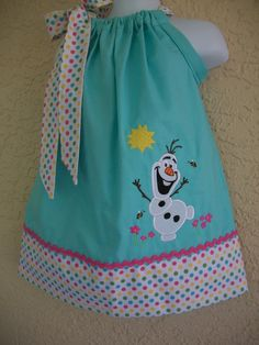 Olaf Pillowcase dress-birthday-princess dress-birthday invitation- fans-Personalize dress-Matching hair bow-Size 3 months to 6 years old Sewing For Kids, Baby Sewing, Little Girl Dresses, Girls Dresses, Sleepover Invitations, Pillow Dress, Cute Outfits For Kids, Birthday Dresses, Diy Clothes