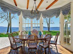 An amazing breakfast nook