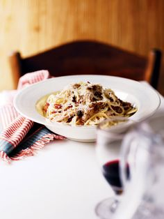 This quick and easy chicken and lemon spaghetti carbonara makes a lovely change from the usual egg and bacon version.
