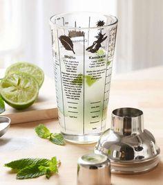 Vous recherchez une idée cadeau originale ? Nous avons trouvé ce qu'il vous faut ! Voici un cocktail shaker comprenant les recettes de tous vos cocktails préférés, sur le shaker !